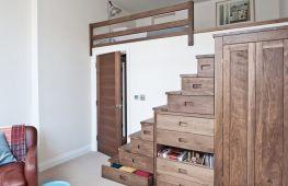 Лучшие идеи гардеробной в частном доме под лестницей