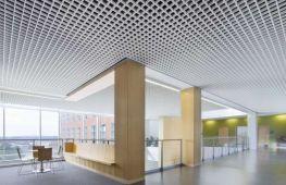 Подвесные потолки Грильято в современном дизайне интерьеров: достоинства и особенности монтажа
