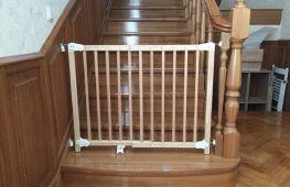 Защищаем детей от лестниц воротами безопасности