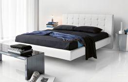 Интерьерные особенности размещения парящей кровати