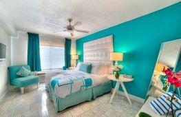 Спальня в бирюзовых тонах: преимущества, идеи сочетания цветов и выбор мебели
