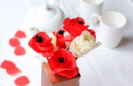 Большие цветы из различных видов бумаги для украшения интерьера