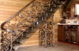 Какие перила выбрать для лестницы частного дома