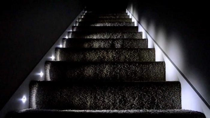 Чтобы минимизировать возможность пожара, необходима хорошая изоляция проводки и слабо нагревающиеся лампы.