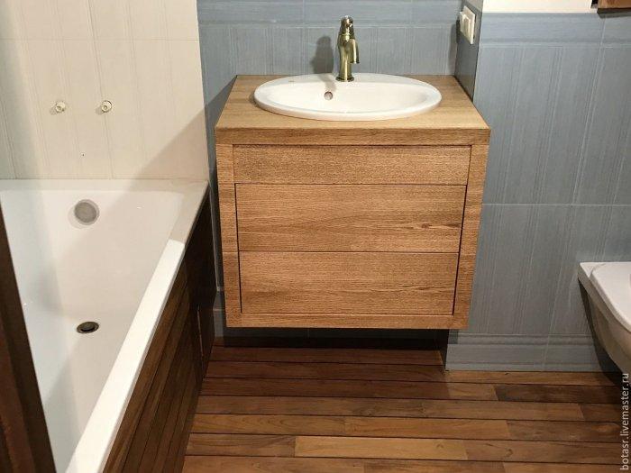 Тумбу из натурального дерева лучше ставить в ванной с хорошей вентиляцией