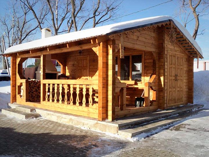 деревянная кухня с верандой