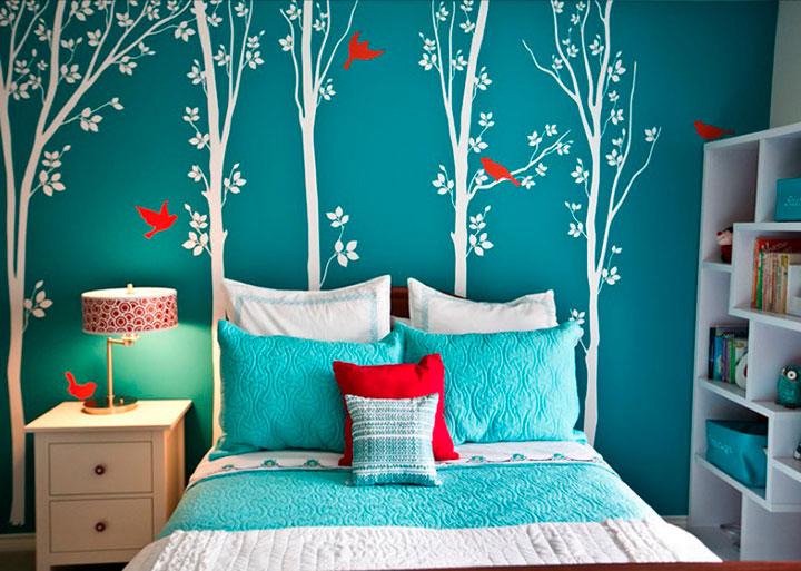 стена бирюзового цвета