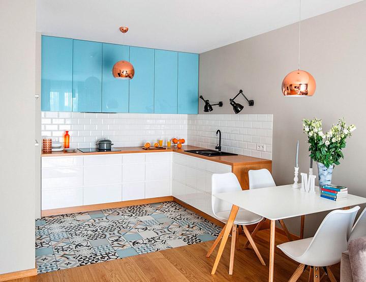 сочетание белого и голубого цвета на кухне