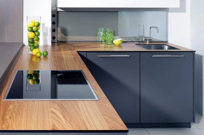 Наиболее простой вариант – монтаж готовой мебели с готовой же столешницей.