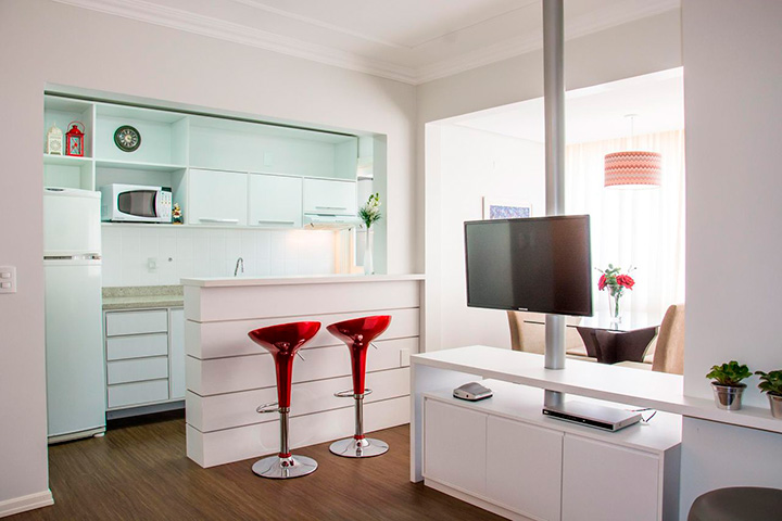барная стойка на кухне гостиной