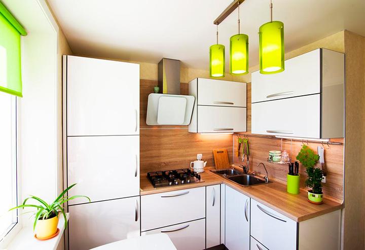 маленькая кухня в светлых тонах