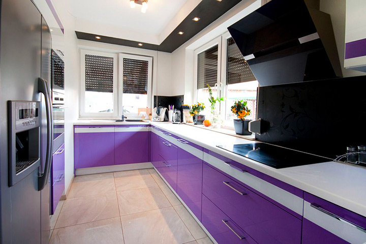 гарнитур фиолетового цвета