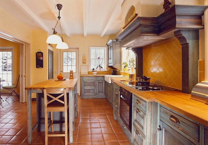 просторная кухня под старину