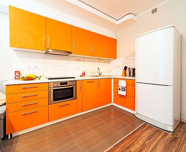 гарнитур оранжевого цвета