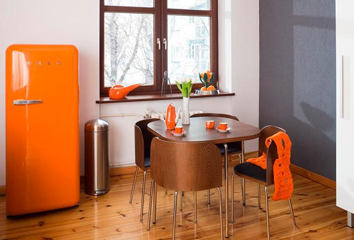 оранжевая кухня в ретро стиле