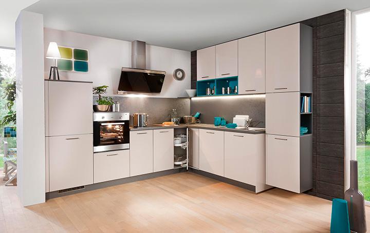 простая угловая кухня