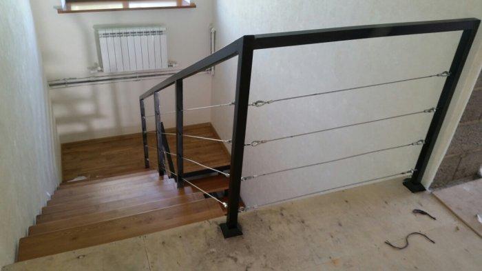 Лестница в стиле лофт должна быть максимально простой и надежной, ее форма – простой, желательно прямой