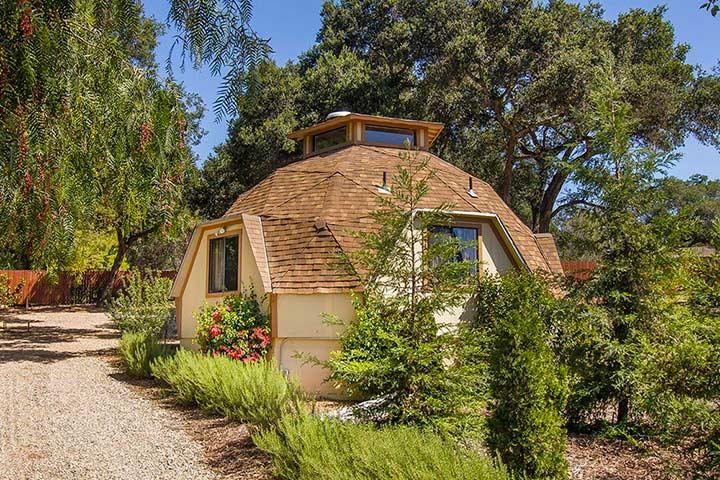 дом с купольной крышей