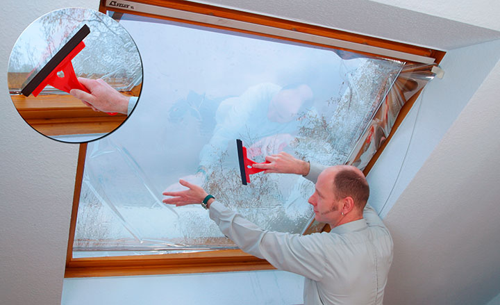 как наклеить пленку на стекло