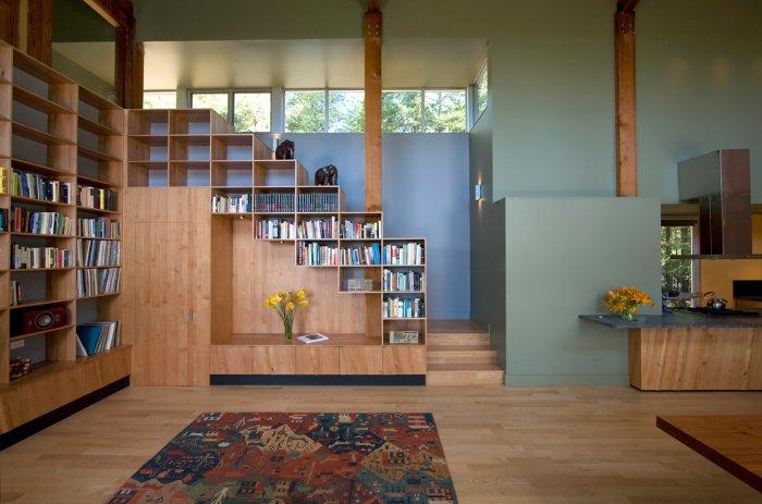Дизайн шкафа должен сочетаться с интерьером помещения, в котором он расположен