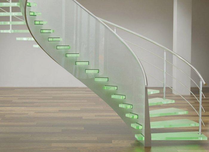 Стеклянная лестница на мансарду